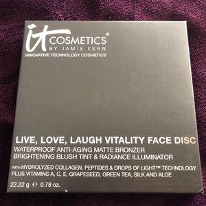 iT Live Love Laugh Vitality Face Disc